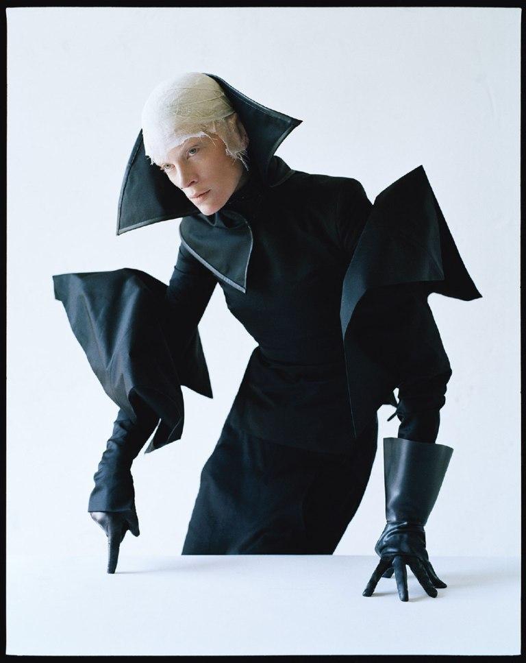 kristen-mcmenamy-by-tim-walker-dame-of-thrones-w-september-2012-12
