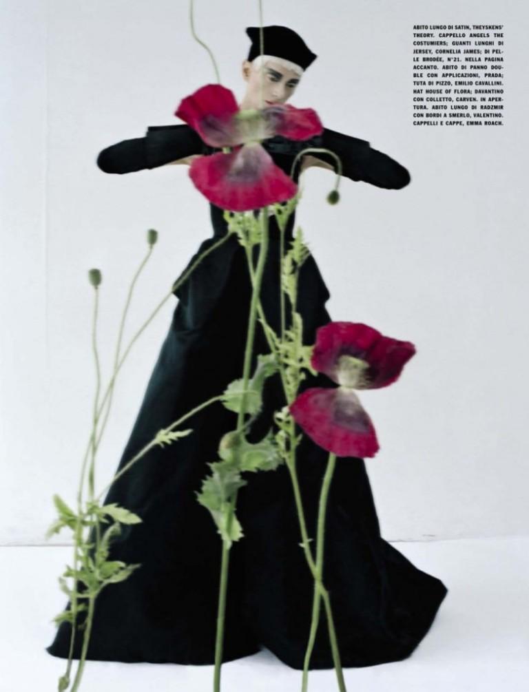 Kristen-McMenamy-by-Tim-Walker-for-Vogue-Italia-October-2012-2-782x1024