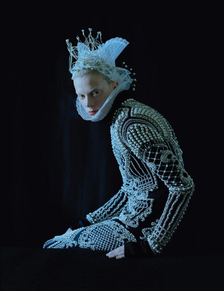 Tim-Walker-Dame-of-Thrones-W-MAgazine-Sept-2012-6-